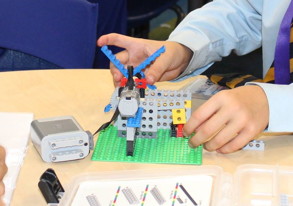 """Più di un gioco: come i mattoncini Lego® """"costruiscono"""" la mente del bambino"""